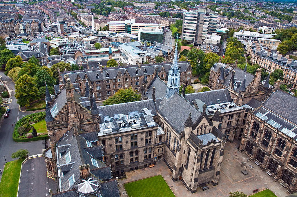 1024px-Glasgow_University_chapel_from_the_tower,_11_Dec._2010_-_Flickr_-_PhillipC