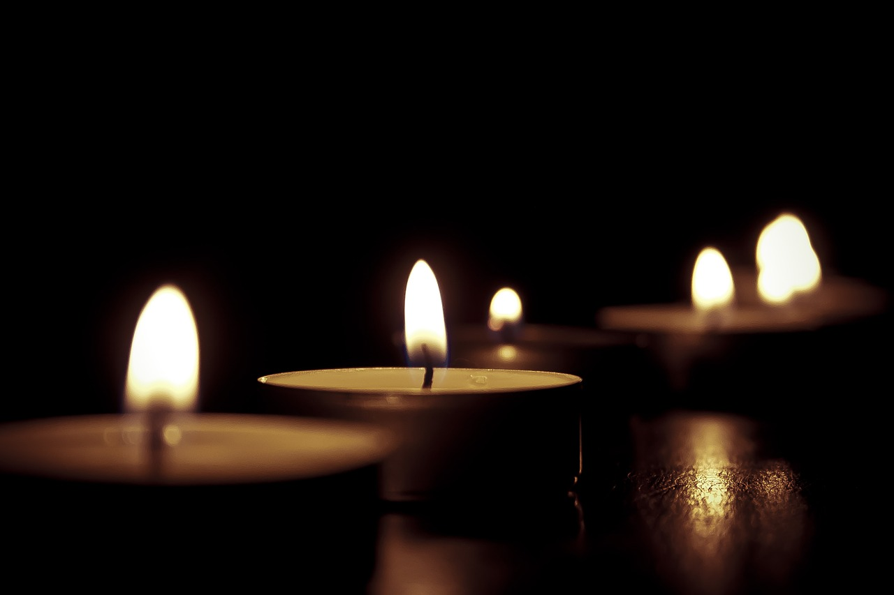 candles-209157_1280