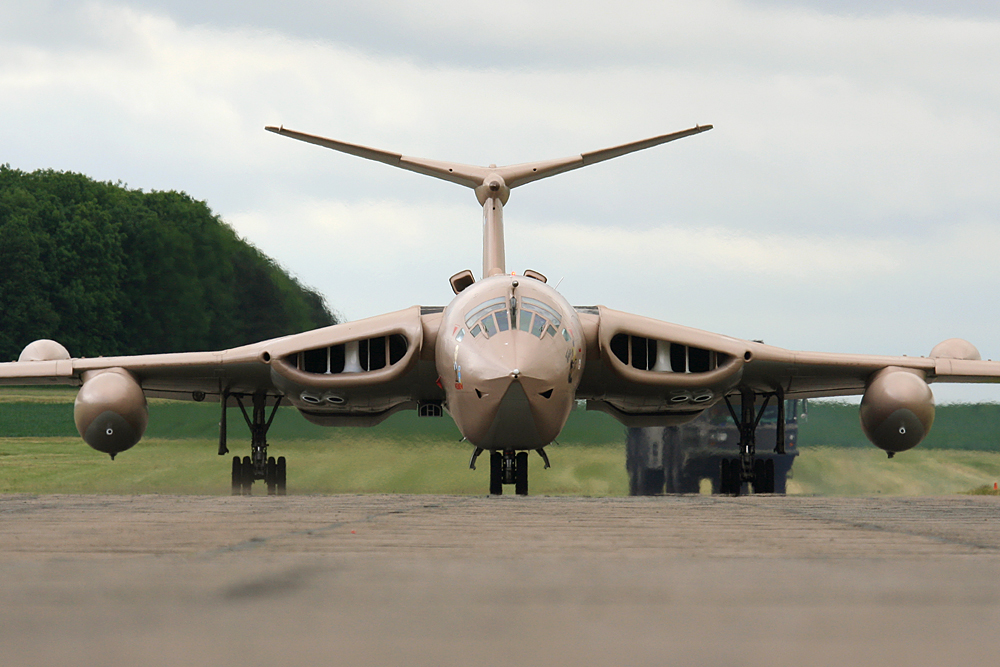 bruntingthorpe-cold-war-jets-open-day-02