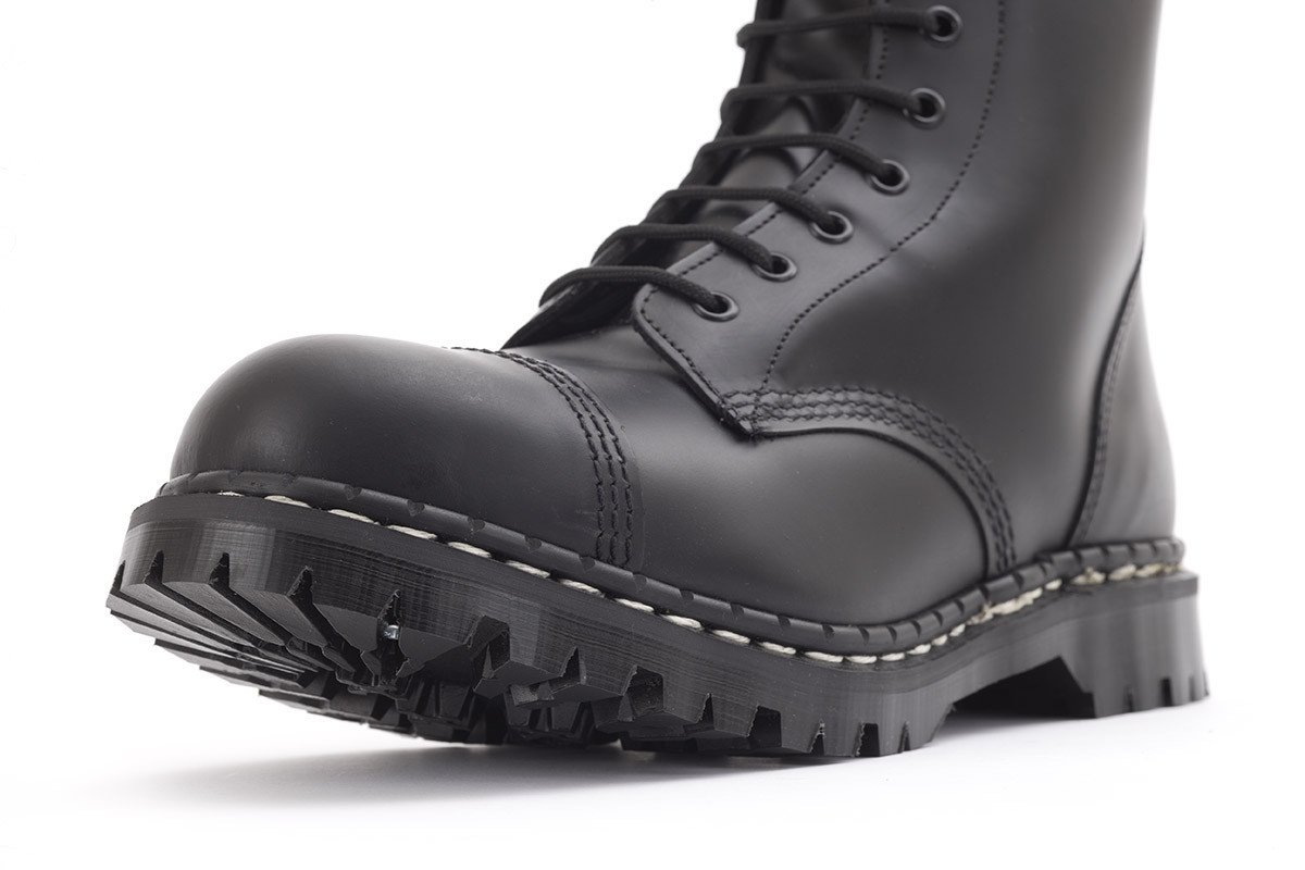 10_eye_black_boot_07
