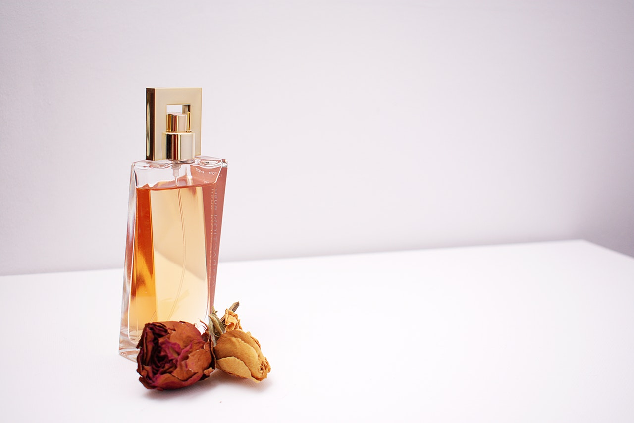 clear-glass-perfume-bottle-1190829
