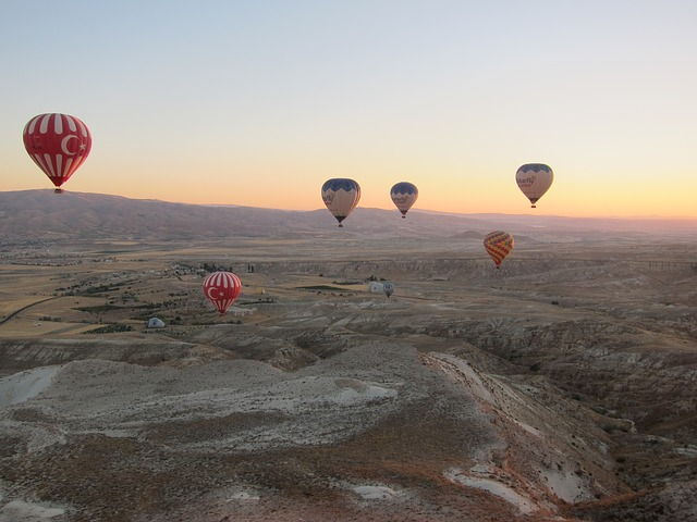 hot-air-balloon-331026_640